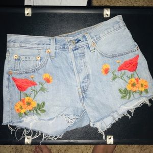 LEVI 501 cut off embroidered shorts
